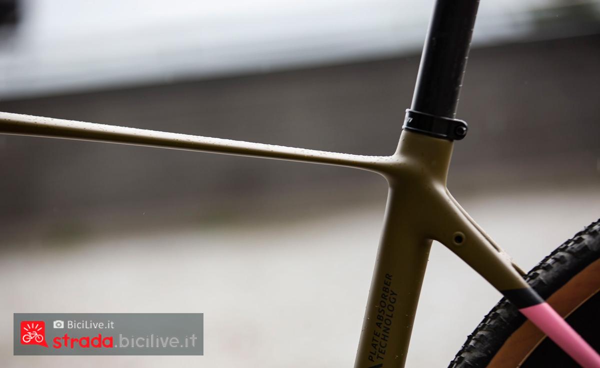 Un dettaglio del top tube della bici da gravel Titici Flexy F-GR02 2020