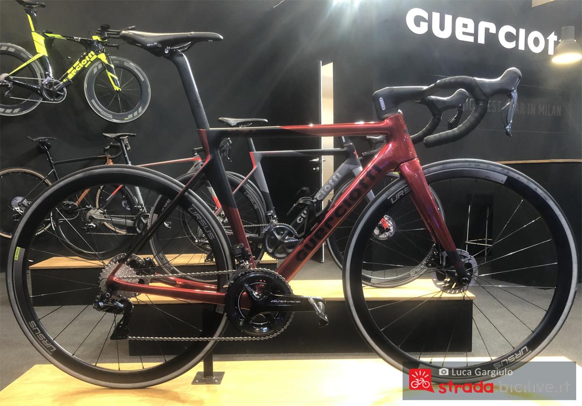 Una bici da corsa Guerciotti Eclipse S Disc in esposizione
