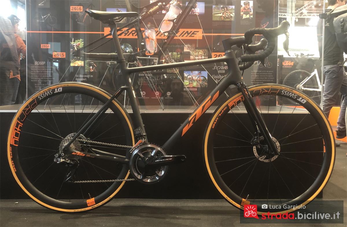 Una bicicletta KTM Revelator Alto Sonic anno 2020