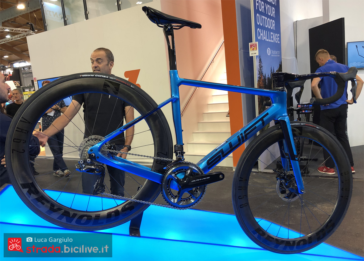 Una bici road Swift Carbon RaceVox gamma 2020