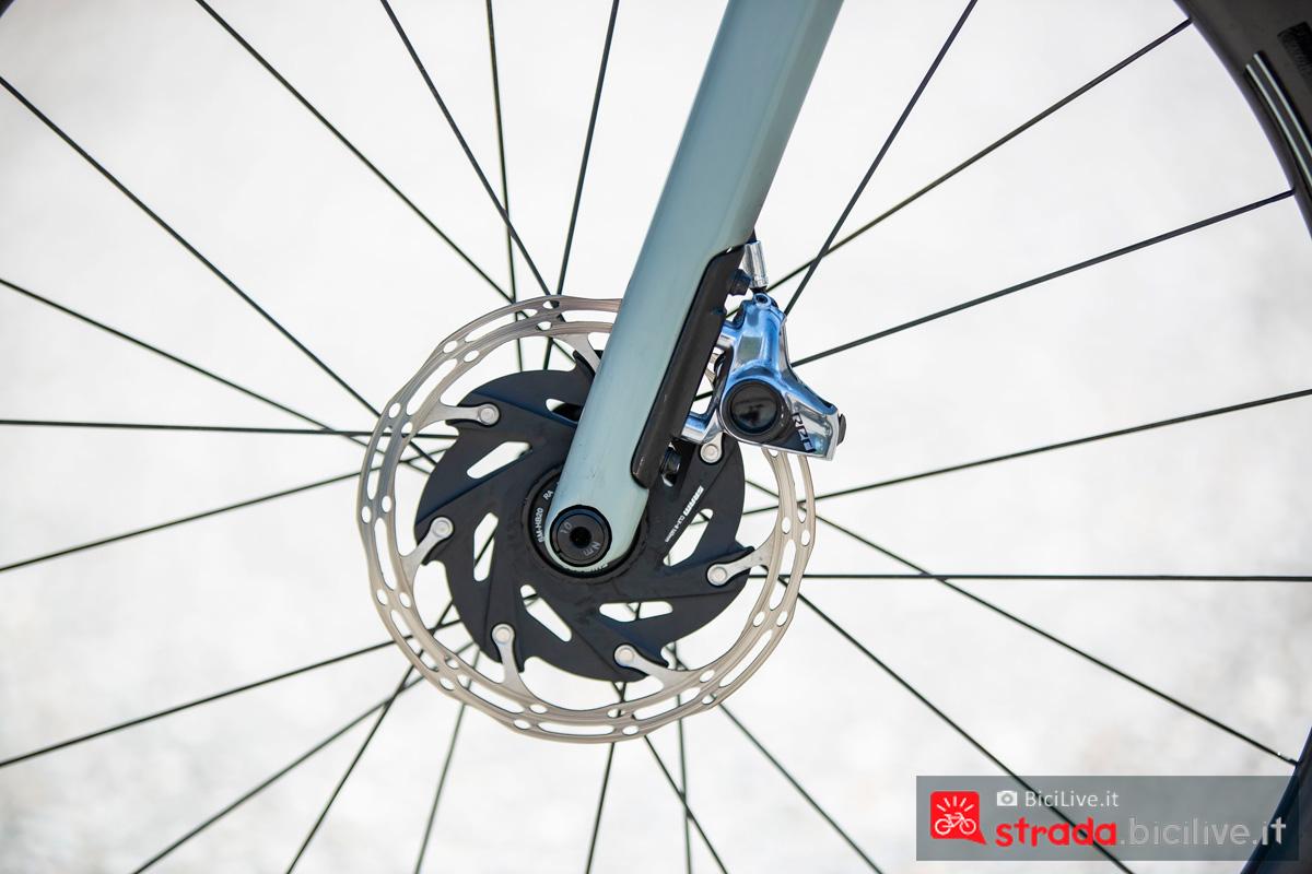 Il freno a disco anteriore della BMC Roadmachine 2020