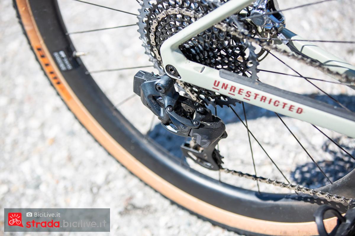 Il deragliatore posteriore sulla bicicletta BMC URS 2020