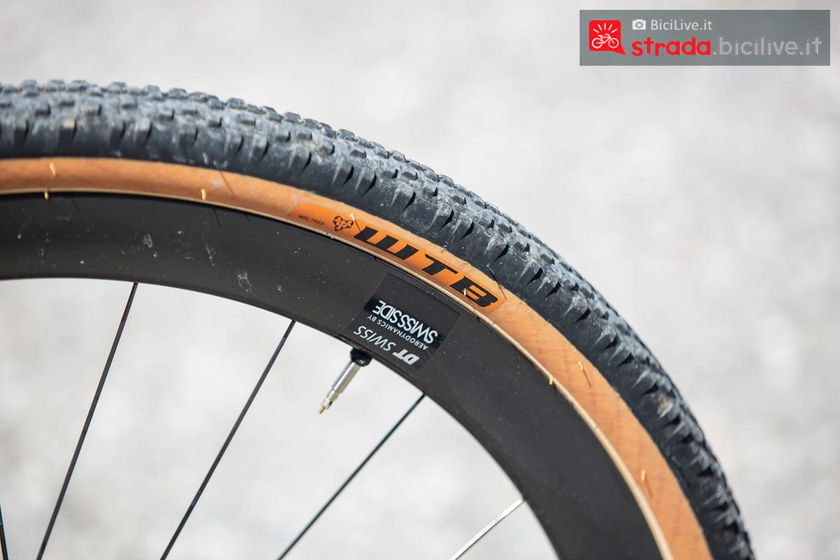 Il dettaglio di uno pneumatico montato sulla bicicletta gravel BMC UnReStricted URS 2020
