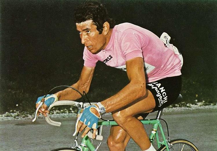 Felice Gimondi nel 1967 vince la maglia rosa trionfando al giro