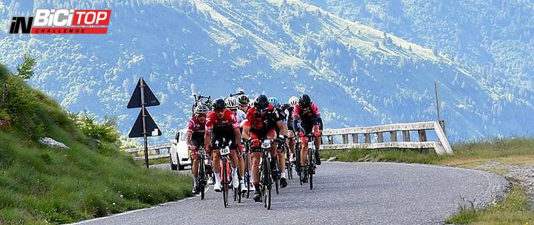 I Ciclisti che pedalano durate la salita della Granfondo Gavia & Mortirolo 2020
