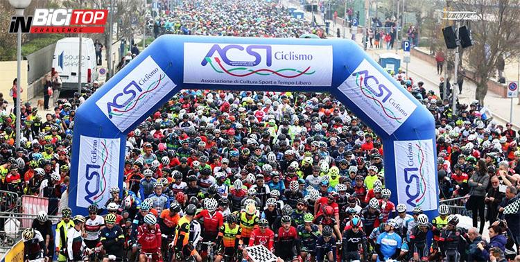I Ciclisti pronti prima della partenza della quarta prova della Granfondo La Via del Sale 2020
