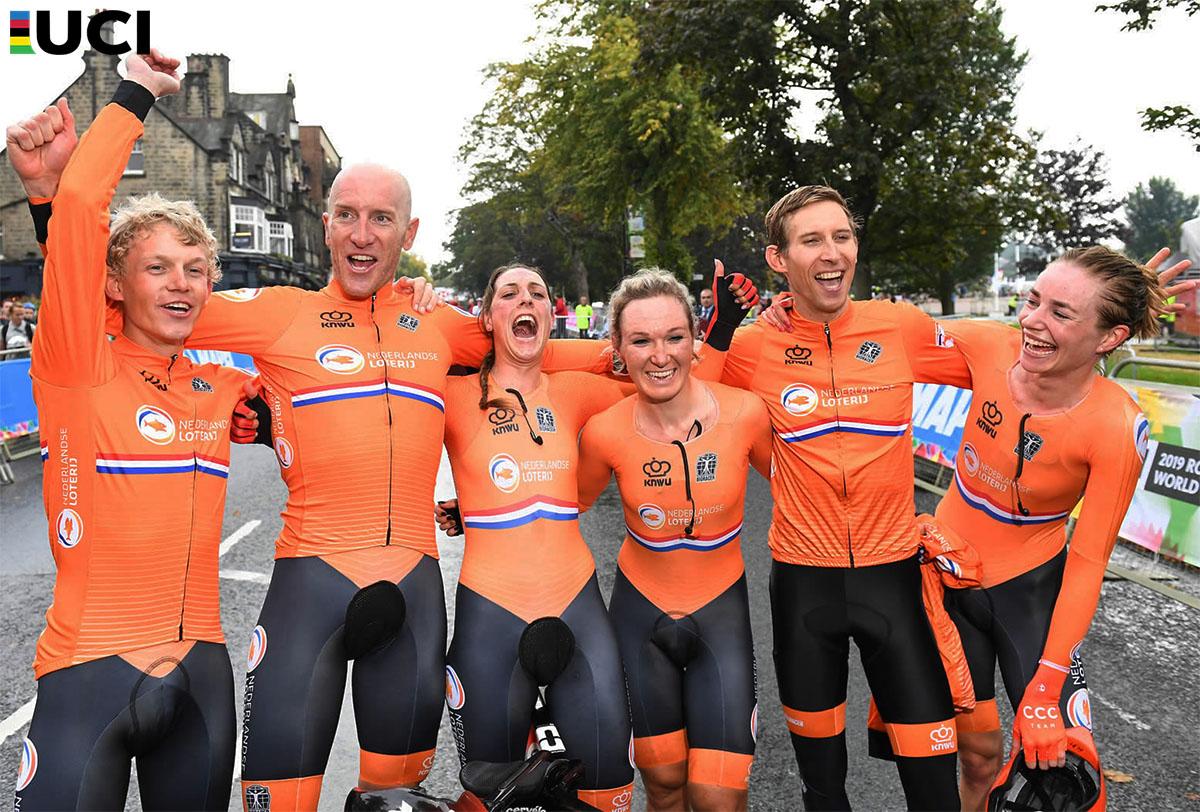 Il team olandese vincitore della gara Mixed Relay ai Mondiali 2019