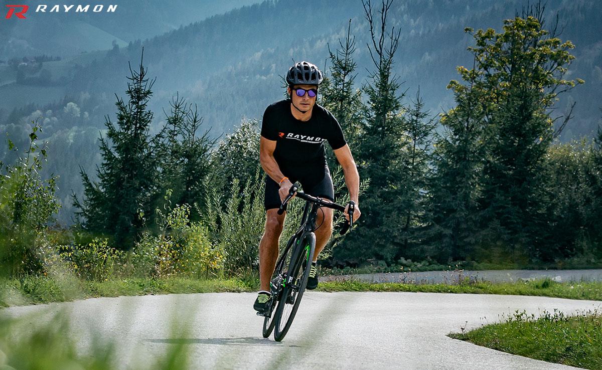 La bici da corsa R Raymon RACERAY 7.0 in azione
