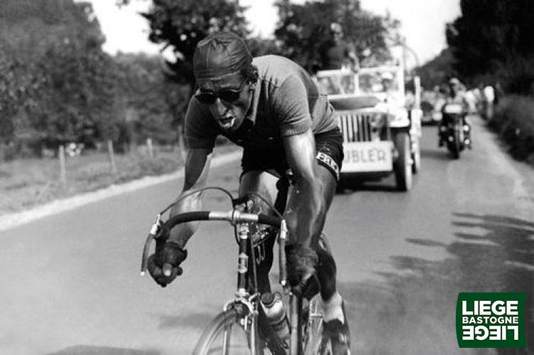 Una foto del due volte campione svizzero Ferdi Kubler (1951-52) alla Liegi-Bastogne-Liegi
