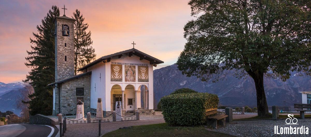 Il panorama della salita Madonna del Ghisallo al Giro di Lombardia