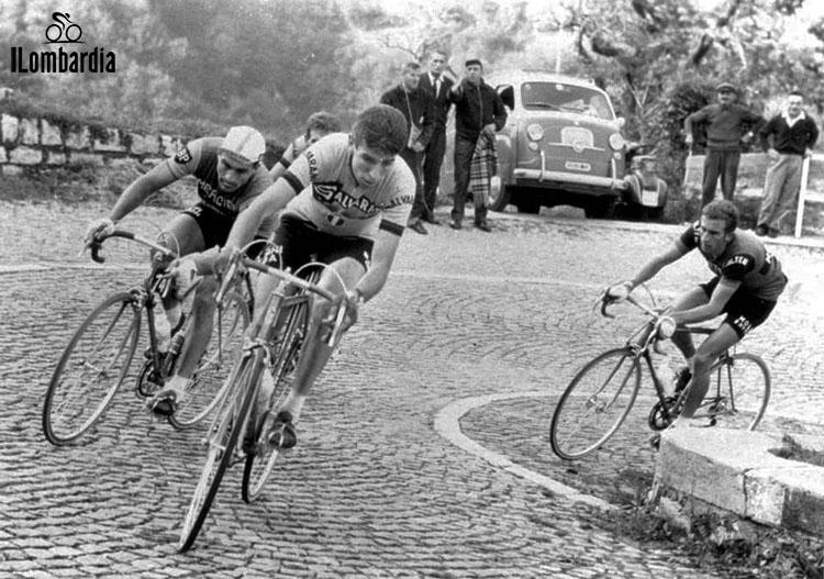 Il corridore Felice Gimondi al Giro di Lombardia mentre gareggia