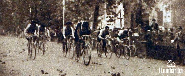 Il corridore Henri Pèlissier mentre corre al Giro di Lombardia