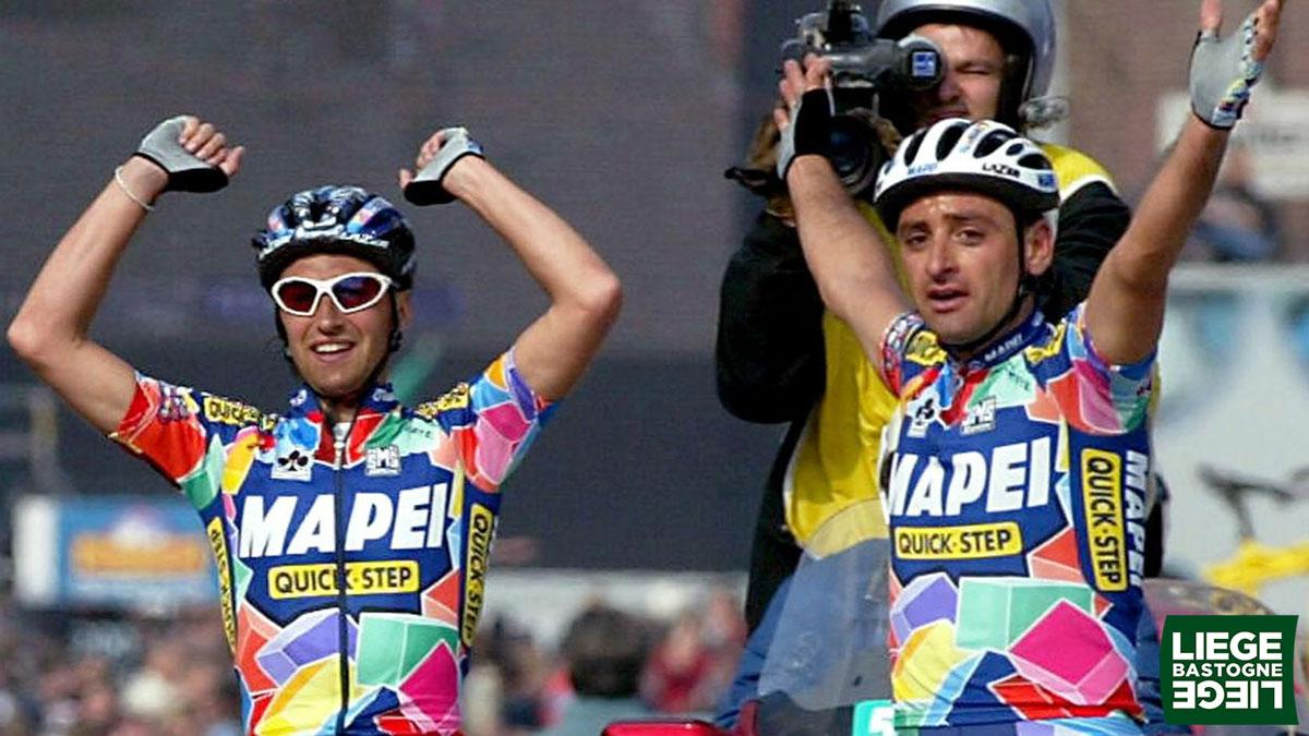 La foto della vittoria in volata dei due italiani Paolo Bettini e Stefano Garzelli