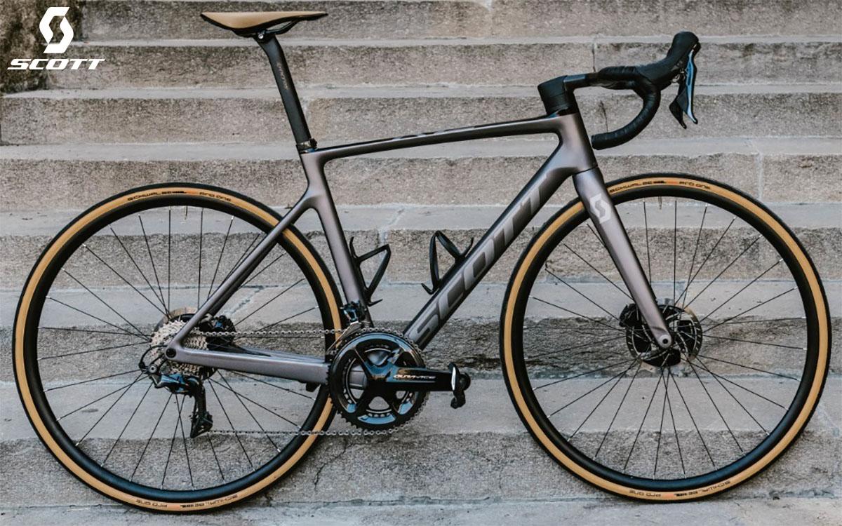 La bici Scott Addict RC 10 2020 in azione