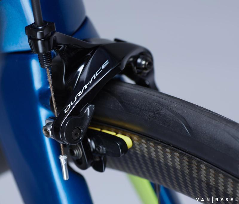 Dettaglio dei freni caliper equipaggiati sulla Van Rysel Ultra CF 2020