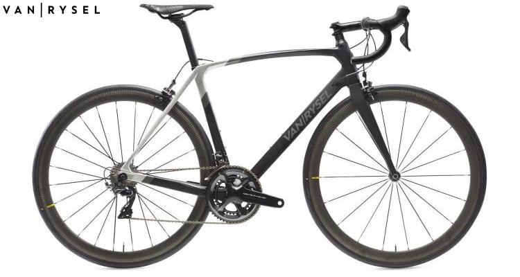 Una bicicletta da corsa Van Rysel Ultra CF 2020