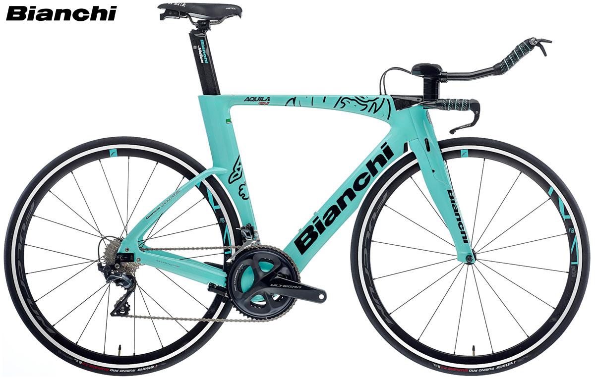 Una bici da triathlon e crono Bianchi Aquila CV