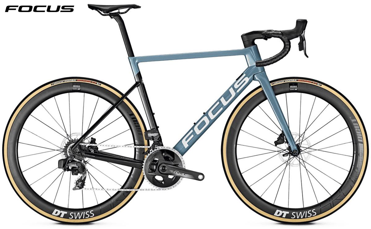 Una bici da corsa in carbonio Focus Izalco Max Disc 9.7 AXS 2020
