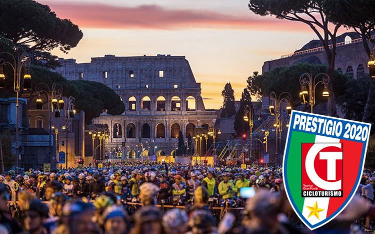 Ciclisti alla partenza della Granfondo Campagnolo Roma