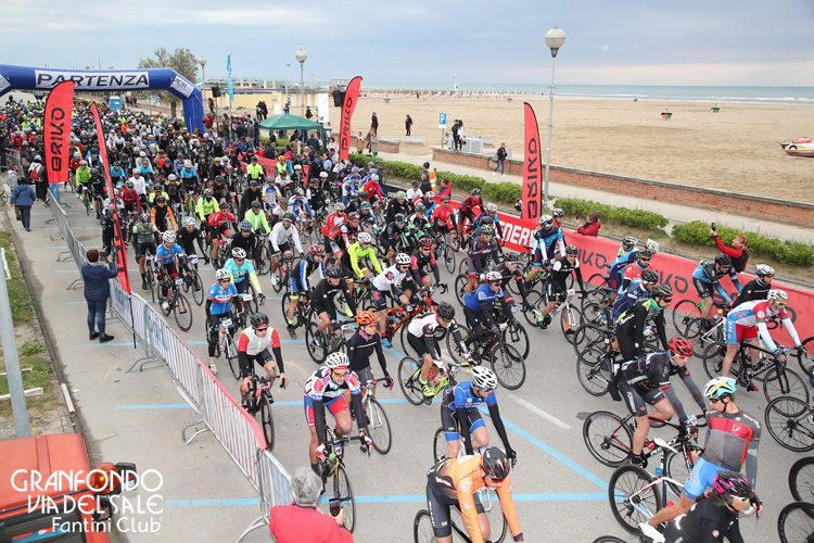 Ciclisti in gara alla GF Via del Sale