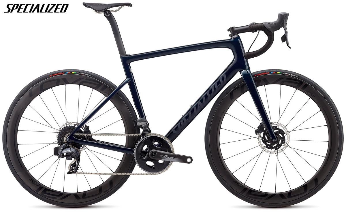 Una bicicletta da strada Specialized Tarmac Pro con trasmissione SRAM Force eTap AXS