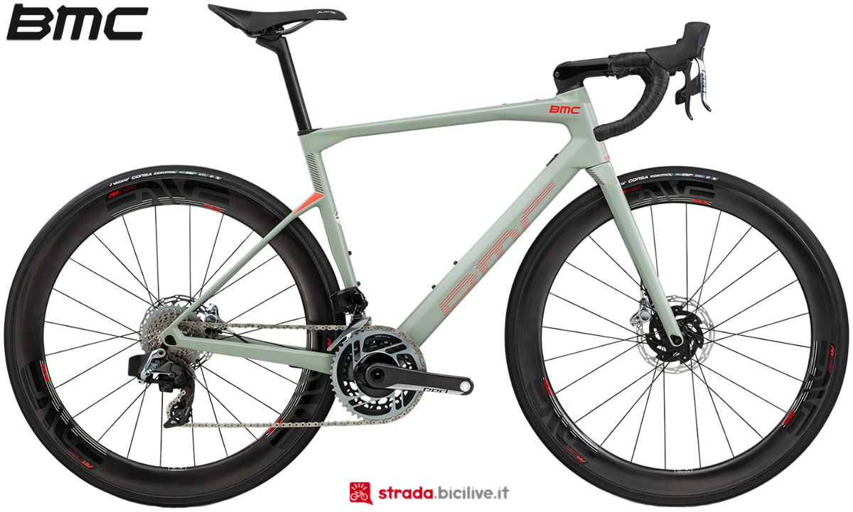 Una bici BMC Roadmachine 01 One 2020