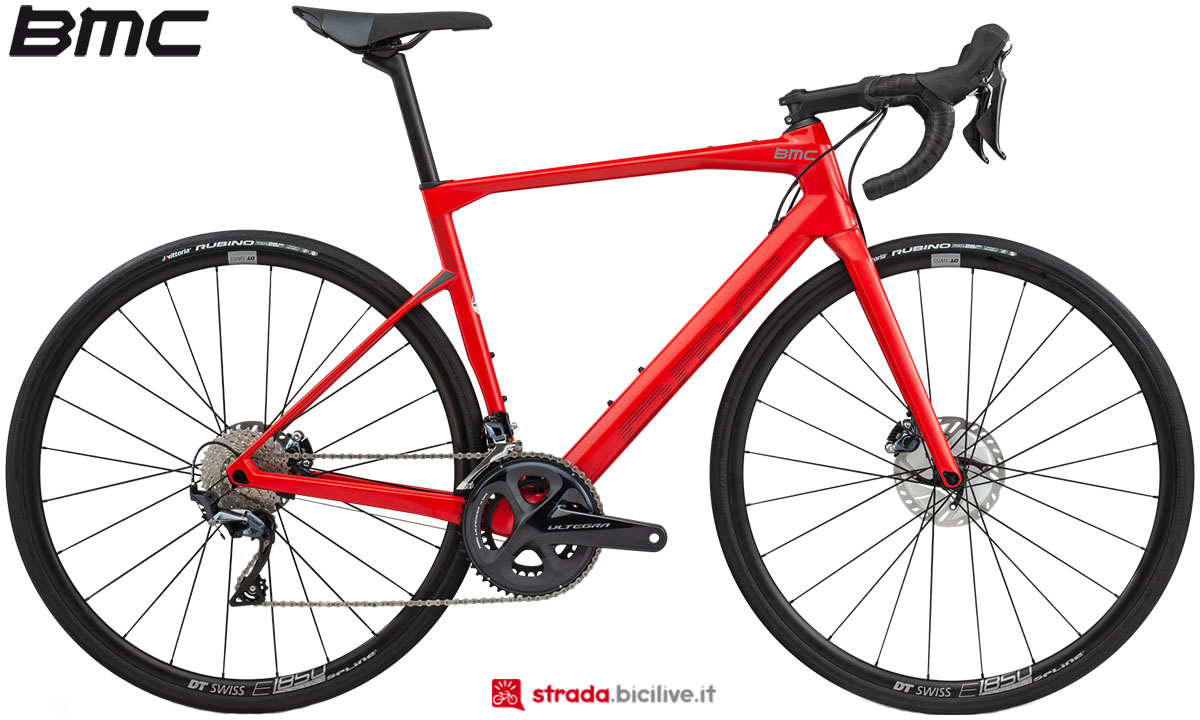 Una bici BMC Roadmachine 02 Two 2020