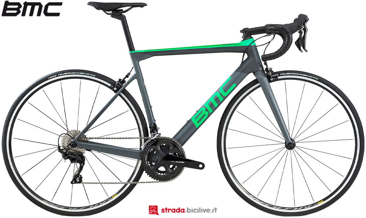 Una bici BMC Teammachine SLR02 Three 2020