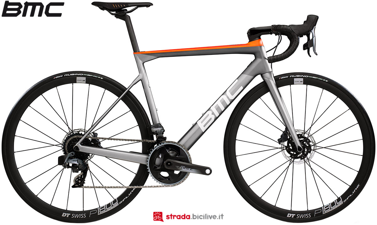 Una bici BMC Teammachine SLR02 Disc One 2020