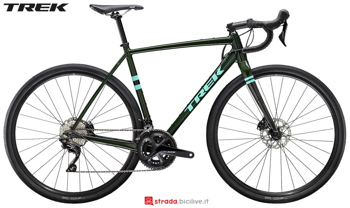 Una bici gravel Trek Checkpoint ALR 5 2020 con gruppo Shimano 105