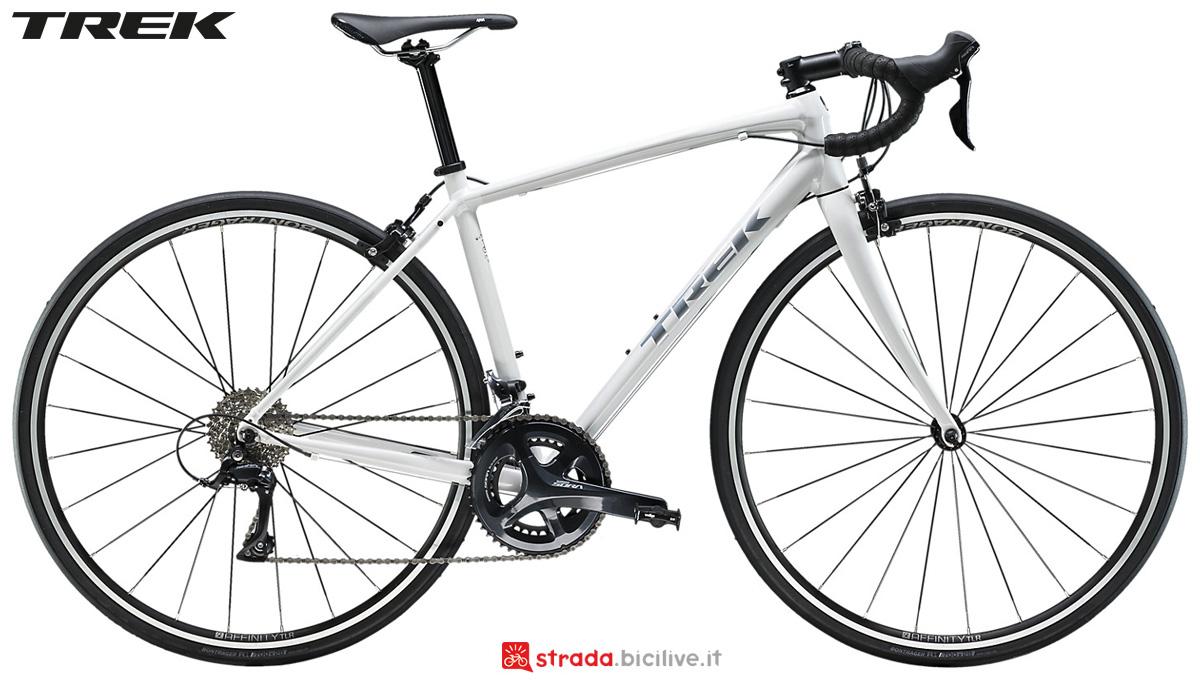 Una bici da donna Trek Domane AL 3 2020