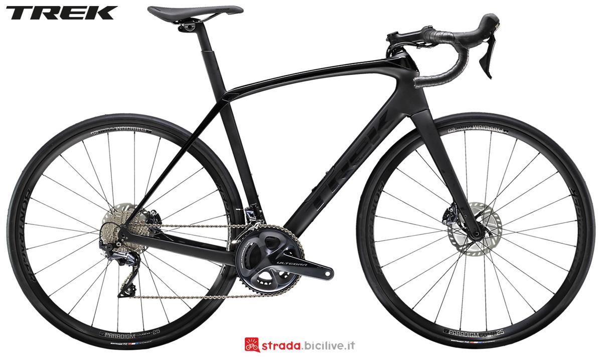 Una bicicletta Trek Domane SL 6 Disc 2020 con cambio Shimano Ultegra