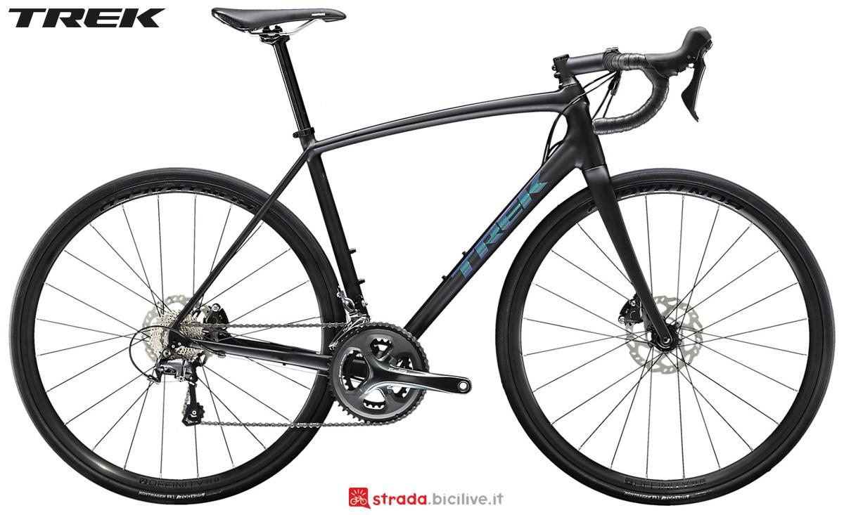 Una bicicletta in alluminio Trek Emonda ALR 4 Disc 2020