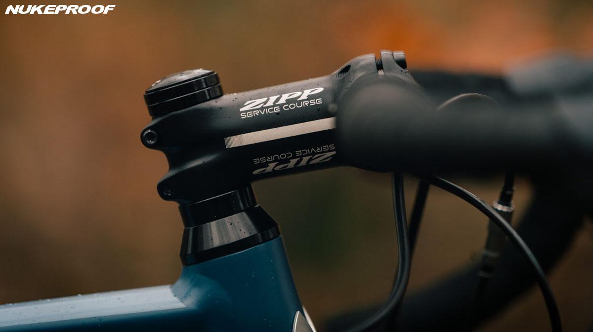Dettaglio manubrio bici Nukeproof Digger 2020