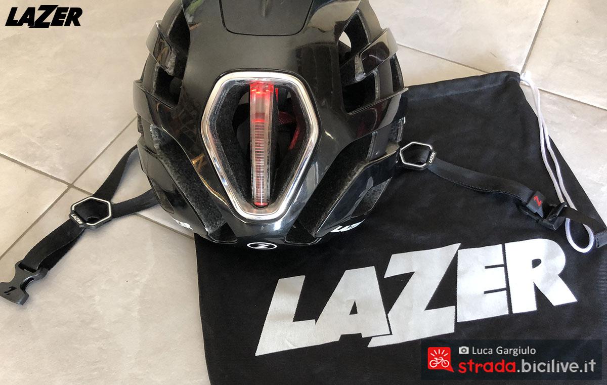 La luce a LED posteriore integrata sul casco Lazer Century 2020