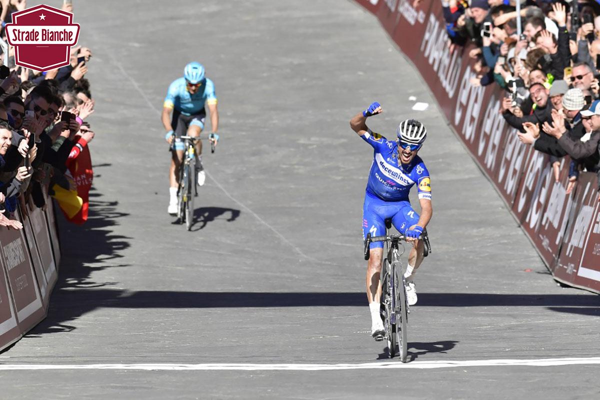 Il corridore Julian Alaphilippe vincitore della gara Strade Bianche