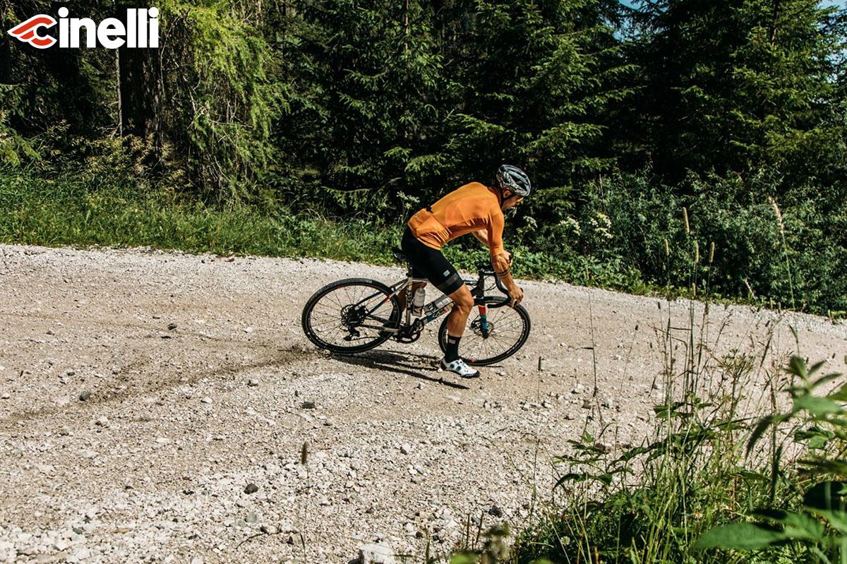 Il ciclista con bici cinelli in azione
