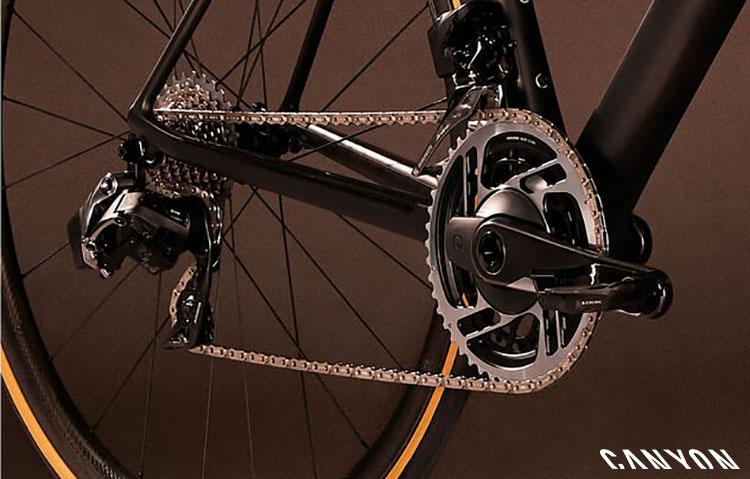 Una bici Canyon Ultimate CF Evo con trasmissione SRAM Red eTap AXS 2020