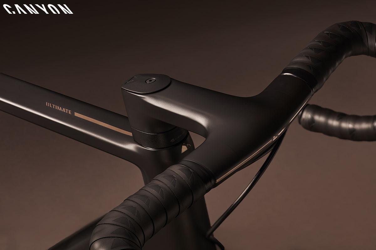 Una bici Canyon Ultimate CF Evo 2020 con montato sistema cockpit CP20 2020