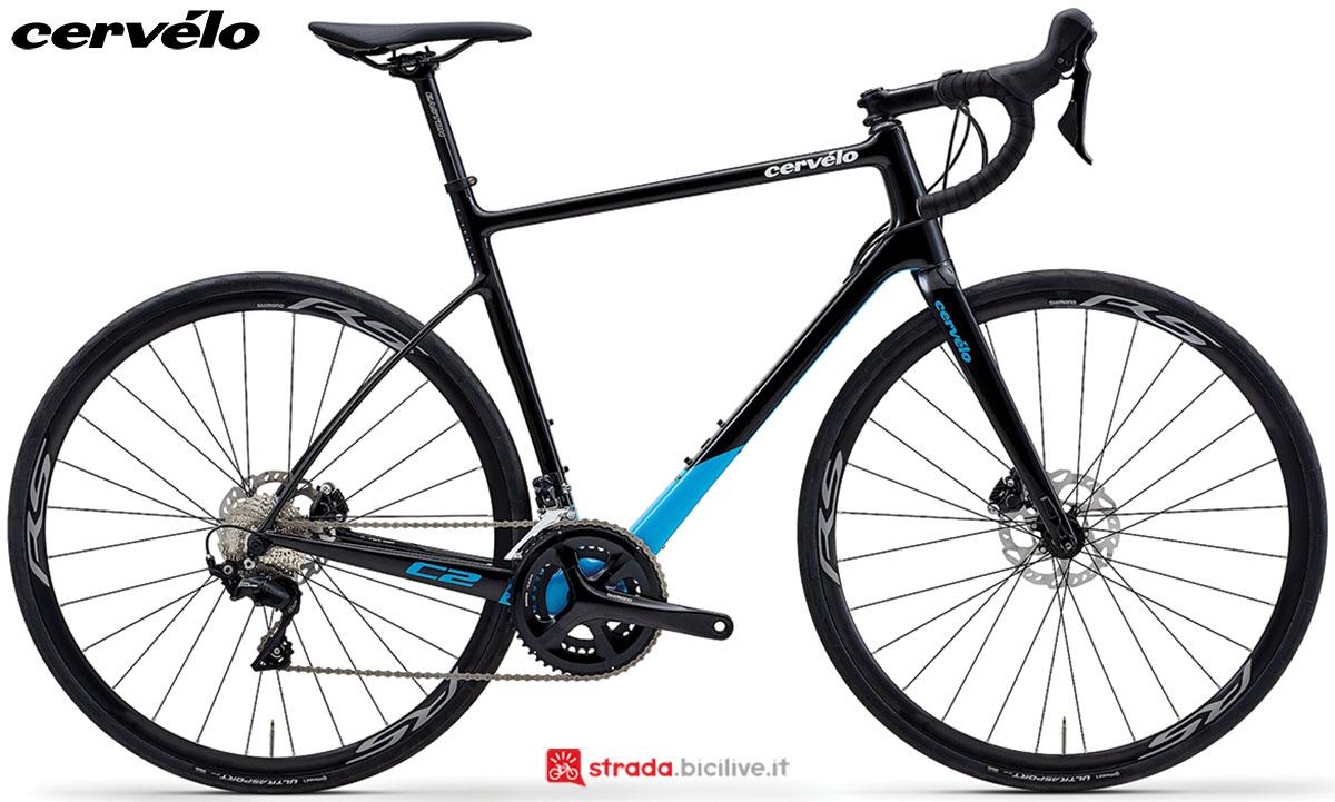 Una bici Cervélo C2 2020 con gruppo trasmissione Shimano 105