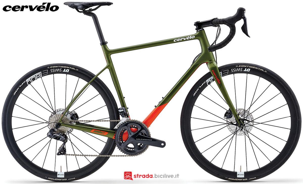Una bici Cervélo C3 Disc 2020 con gruppo trasmissione Shimano Ultegra Di2
