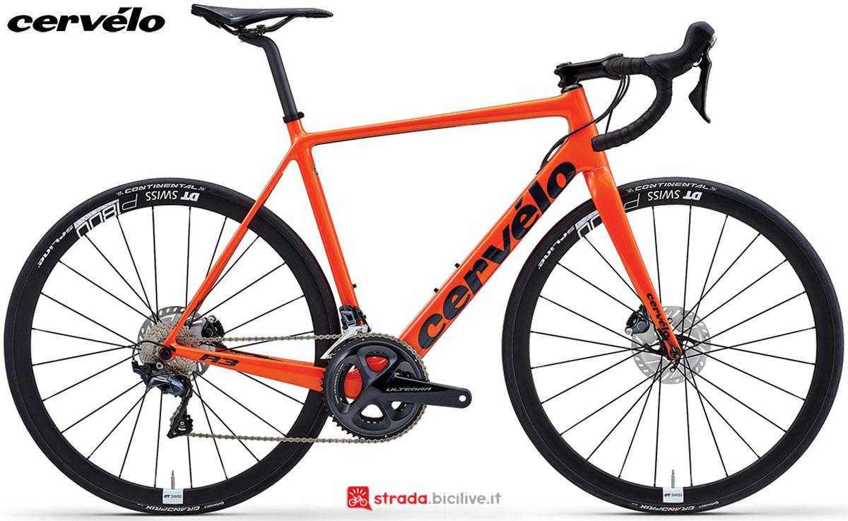 Una bici Cervélo R3 Disc 2020 con gruppo trasmissione Shimano Ultegra