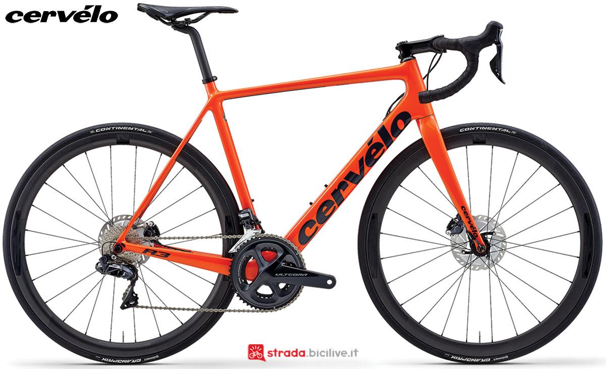 Una bici da corsa Cervélo R3 Disc 2020 con gruppo trasmissione Shimano Ultegra Di2