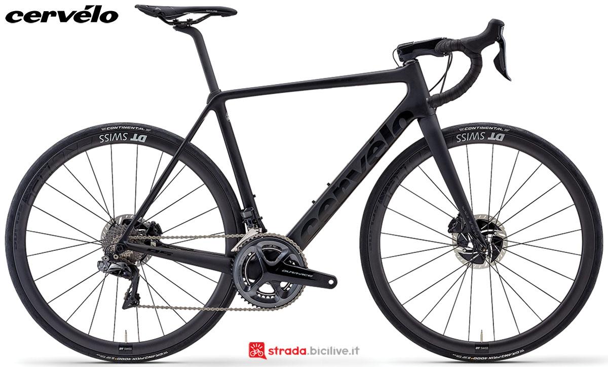 Una bici da corsa Cervélo R5 Disc 2020 con gruppo trasmissione Shimano Dura-Ace Di2