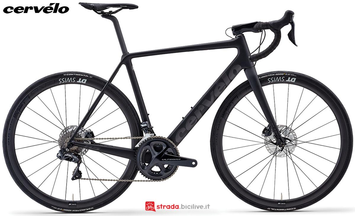 Una bici Cervélo R5 Disc 2020 con gruppo trasmissione Shimano Ultegra Di2