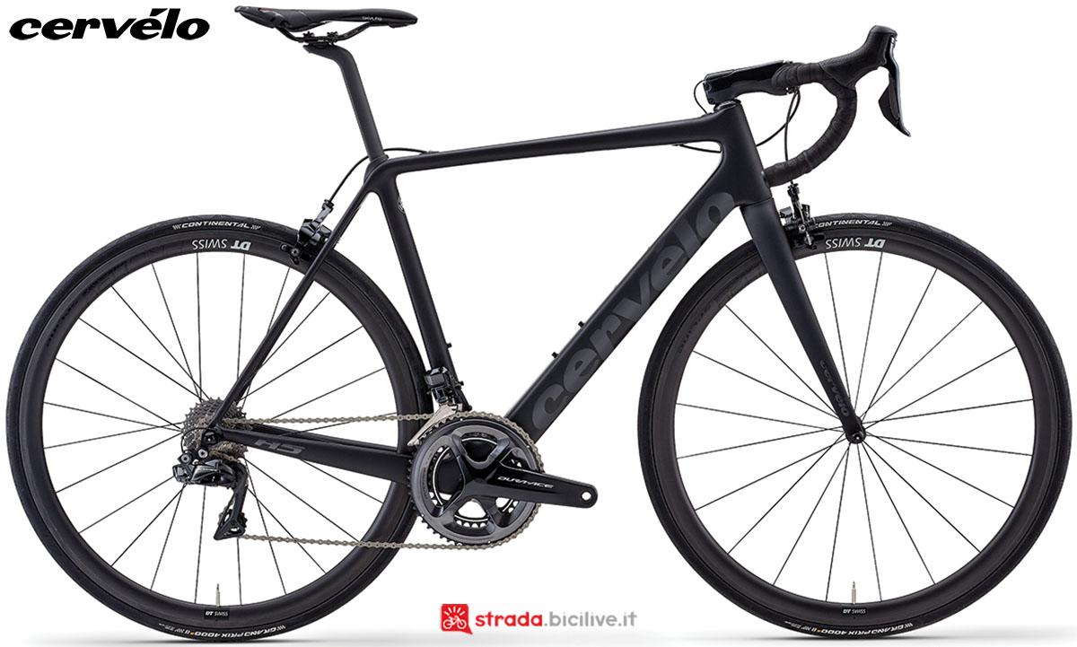 Una bicicletta da strada Cervélo R5 2020 con gruppo trasmissione Shimano Dura-Ace Di2