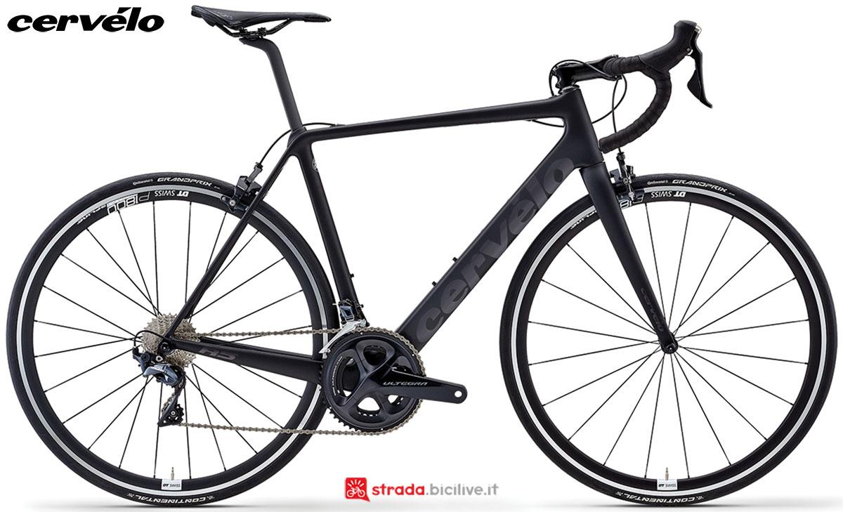 Una bicicletta Cervélo R5 2020 con gruppo trasmissione Shimano Ultegra