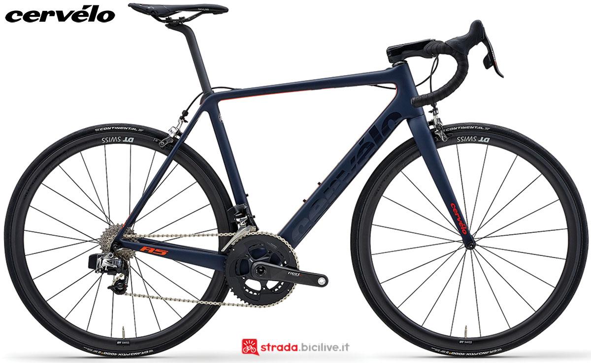 Una bici Cervélo R5 2020 con gruppo trasmissione SRAM RED eTap 11v