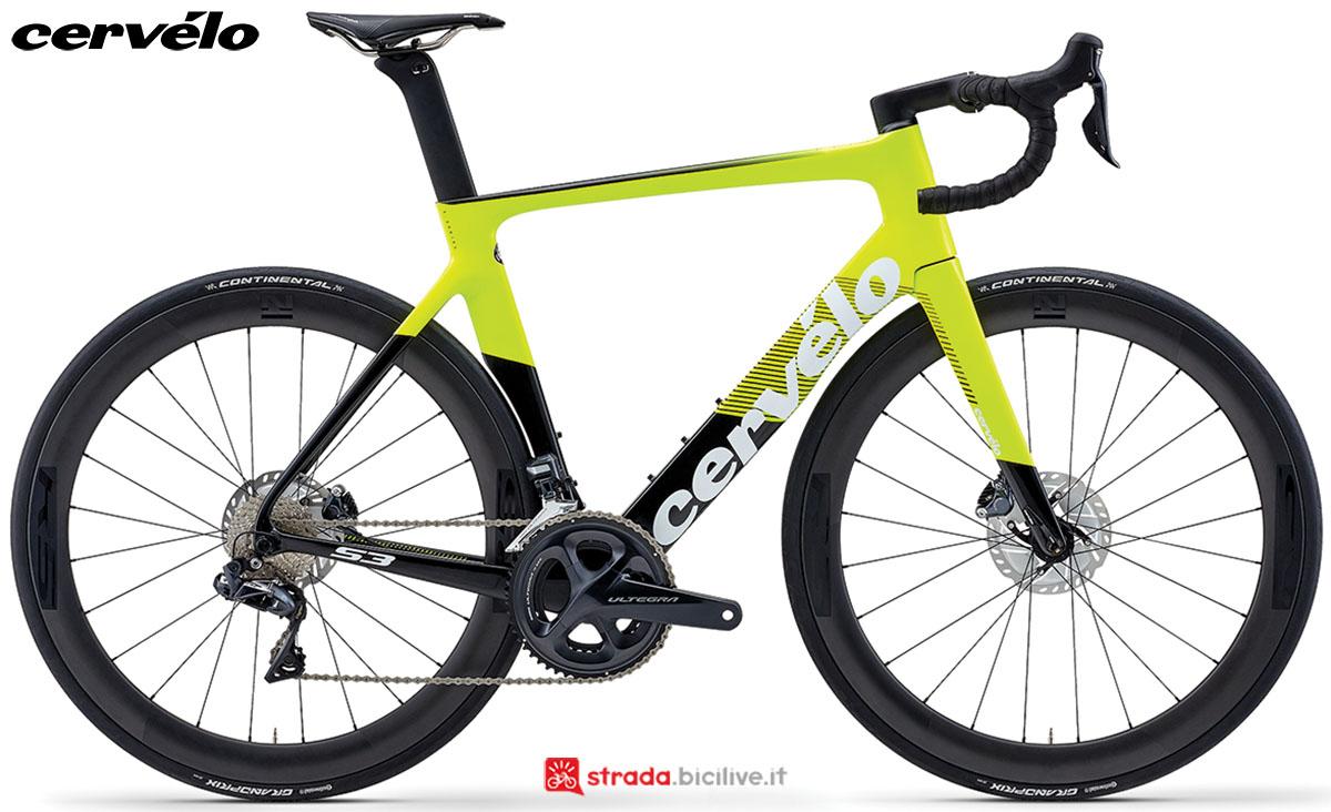 Una bici da strada Cervélo S3 Disc 2020 con gruppo trasmissione Shimano Ultegra Di2
