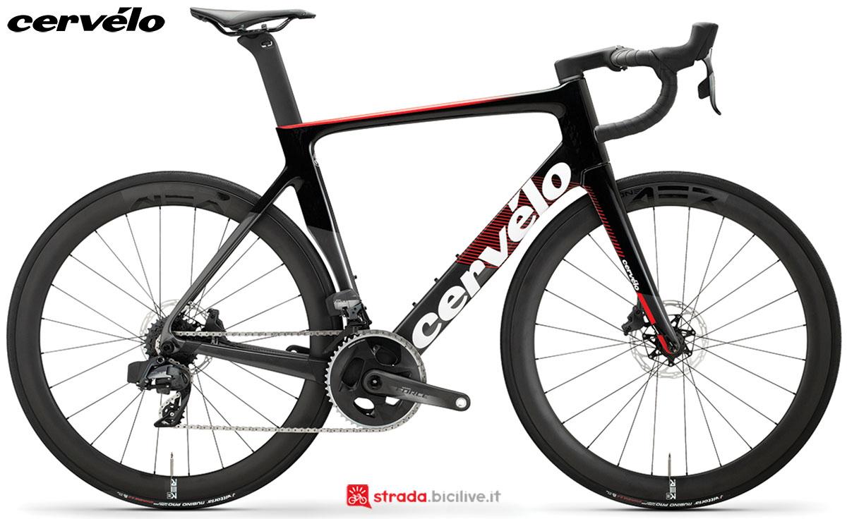 Una bici Cervélo S3 Disc 2020 con gruppo trasmissione SRAM Force eTap AXS